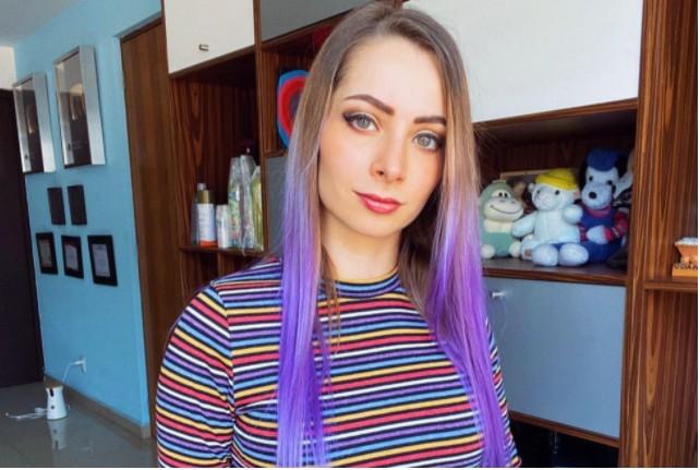 Πασίγνωστη YouTuber έδειξε βίντεο με ομαδικό βιασμό 16χρονης στους εκατομμύρια followers της