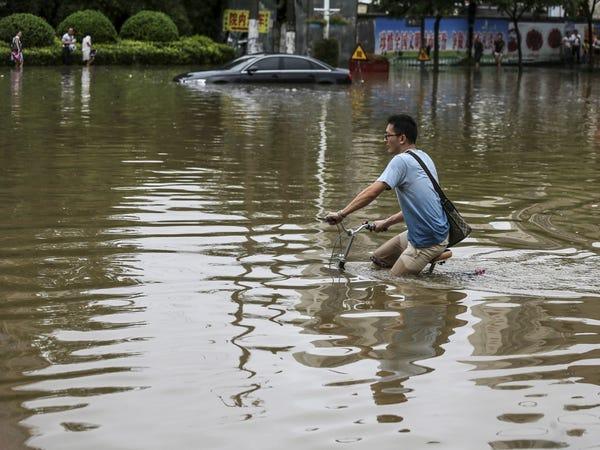 Σαρωτικές πλημμύρες στην Κίνα: Τουλάχιστον 33 νεκροί και 8 αγνοούμενοι