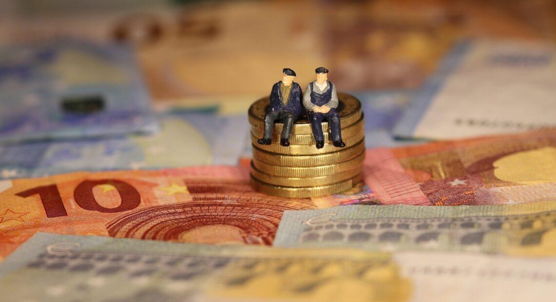 Συντάξεις Αυγούστου: Πότε πάνε ταμείο οι δικαιούχοι – Oι ημερομηνίες πληρωμής