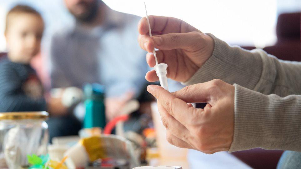 Υποχρεωτικά δυο τεστ την εβδομάδα για ανεμβολίαστους εργαζόμενους στον τουρισμό
