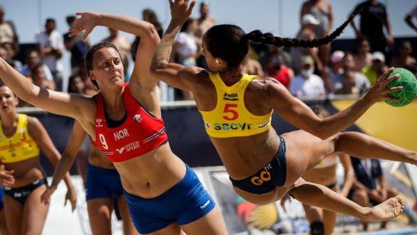 Φεμινισμός στην πράξη: Η Pink στο πλευρό Νορβηγίδων αθλητριών χάντμπολ