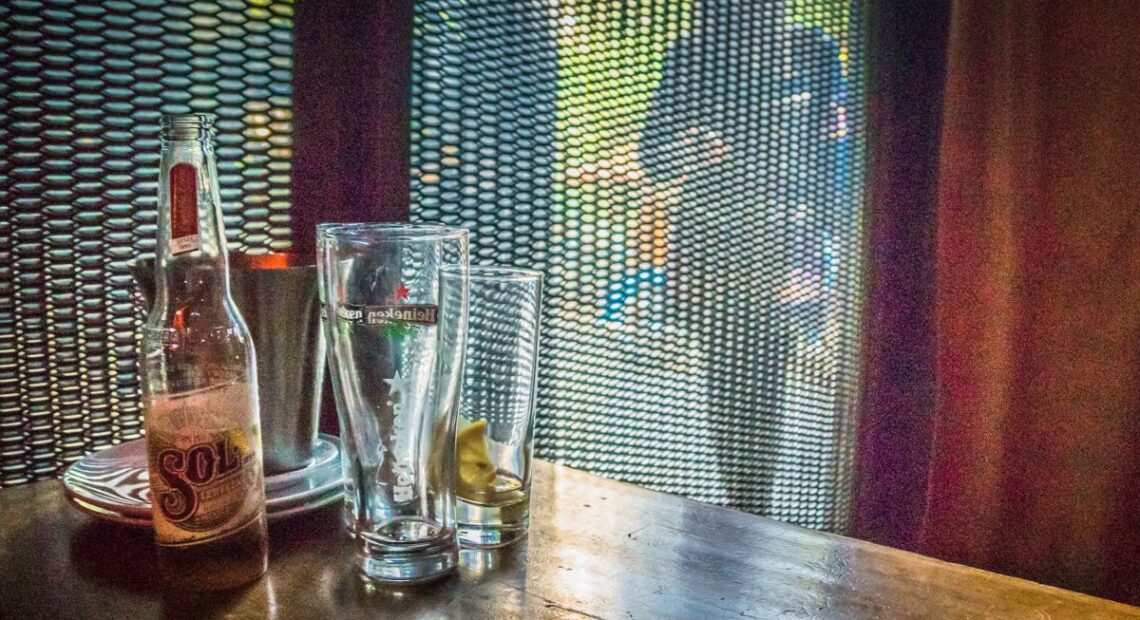 Covid Free GR: How Non-EU Tourists Can Enter Indoor Areas of Restaurants, Bars in Greece