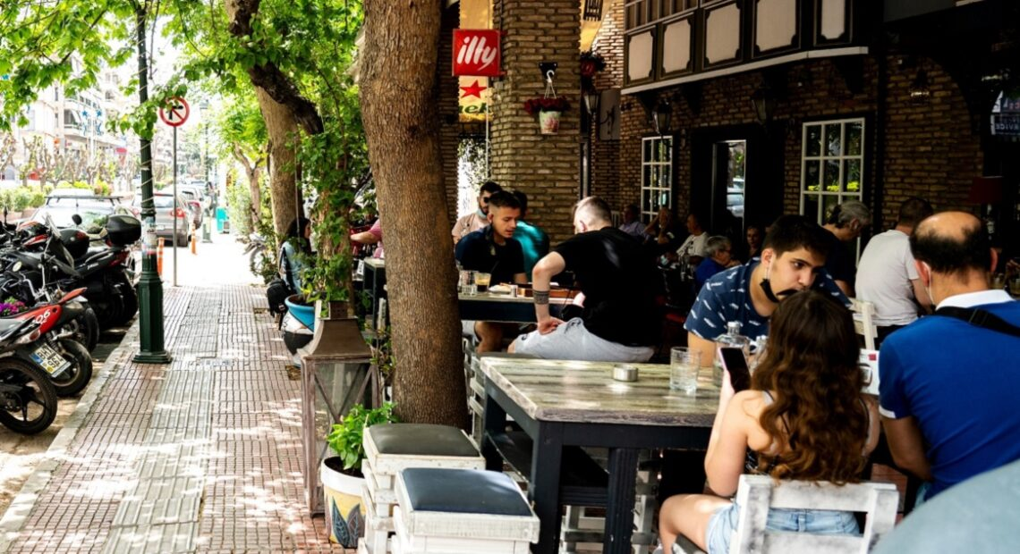 Greece: Seated-only Rule at F&B Shops as Covid-19 Cases Soar