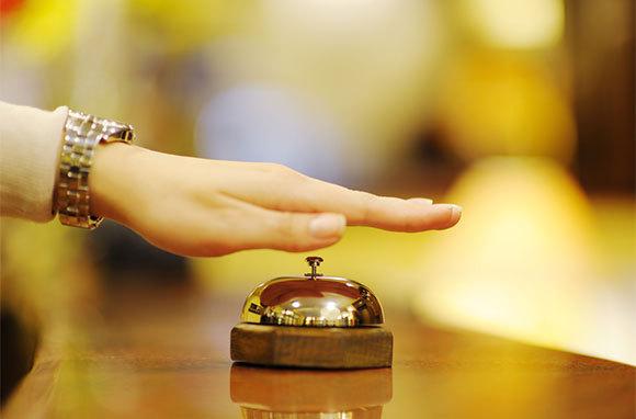 Hotels: 'Last-second' Bookings to Make or Break Greek Tourist Season