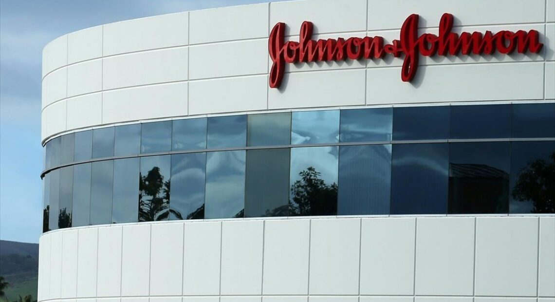 Johnson & Johnson: Ανακαλεί 5 αντηλιακά μετά από εντοπισμό καρκινογόνου χημικού