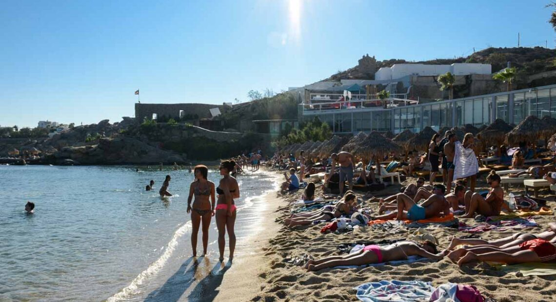New Covid-19 Measures for Mykonos: Curfew and Music Ban