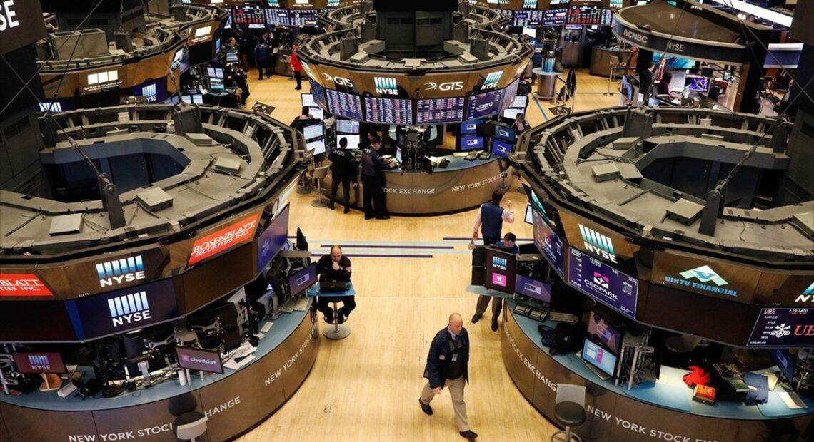 Wall Street: Πιέσεις στον Dow Jones με απώλειες 300 μονάδων