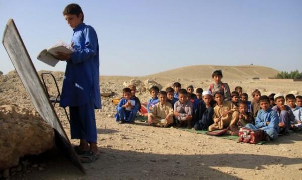 Αφγανιστάν – Ο δάσκαλος με το ποδήλατο που μετέφερε βιβλία στα παιδιά – «Φοβάμαι ότι το μέλλον θα είναι φριχτό, αν…»