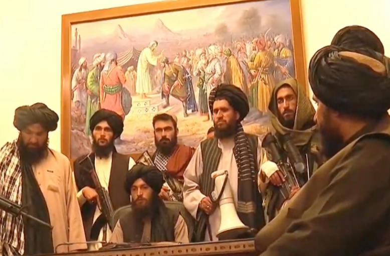 Αφγανιστάν: Οι Ταλιμπάν καταδικάζουν την επιχείρηση των ΗΠΑ – Σύντομα η ανακοίνωση της νέας κυβέρνησης