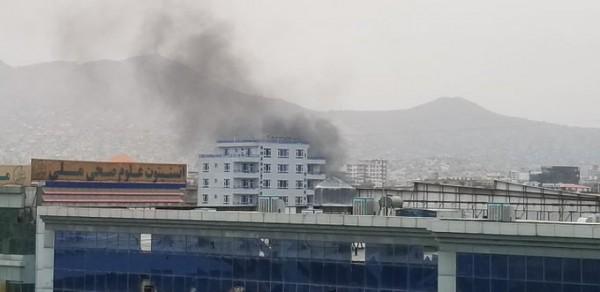 Αφγανιστάν – Πέφτουν «βροχή» οι ρουκέτες, ενώ εκπνέει το τελεσίγραφο των Ταλιμπάν