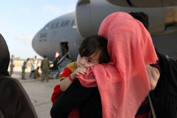 Αφγανιστάν – Ώρα μηδέν στην Καμπούλ – Αγώνας δρόμου πριν τη λήξη του τελεσιγράφου των Ταλιμπάν και αγωνία για την επόμενη μέρα