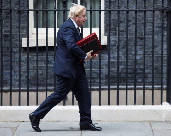 Βρετανία – Άσχημα μαντάτα για τον Τζόνσον – Νέα δημοσκόπηση για την πανδημία «καίει» την κυβέρνηση