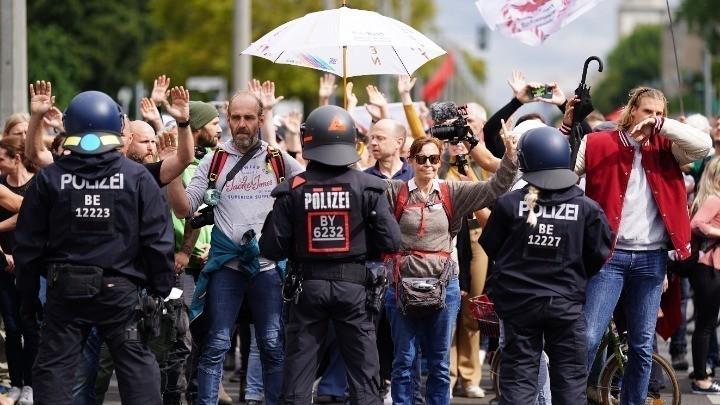 Γερμανία: Νέα διαδήλωση κατά των μέτρων για την COVID19 – 80 προσαγωγές