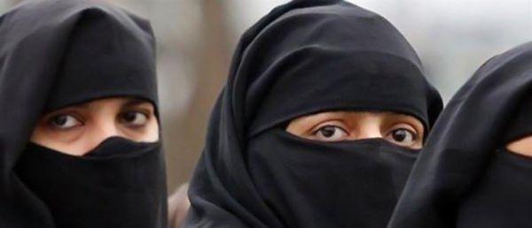 «Είμαι γυναίκα στο Αφγανιστάν των Ταλιμπάν, φοράω μπούργκα και τρώω ξύλο»