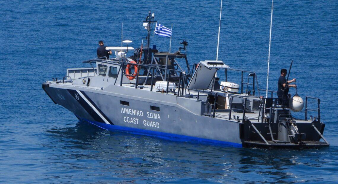 Σε πλήρη εξέλιξη η επιχείρηση περιορισμού ρύπανσης από το ναυάγιο στο Μυρτώο Πέλαγος