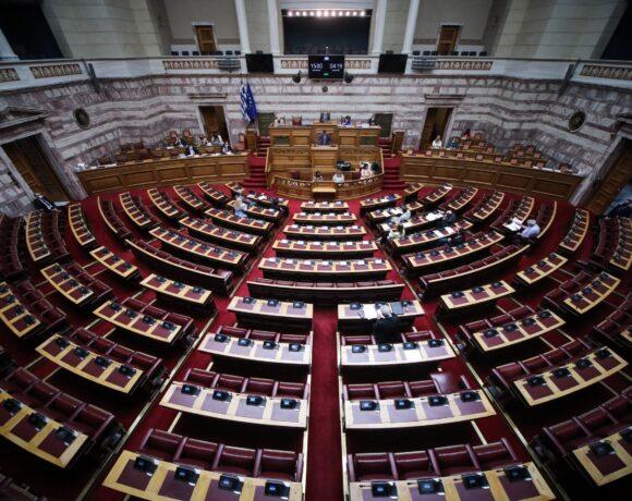 Στη Βουλή η πολιτική αντιπαράθεση για τη διαχείριση των πυρκαγιών και τα μέτρα αποκατάστασης