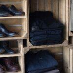 Τα second hand ρούχα «εισβάλλουν» στα πολυκαταστήματα