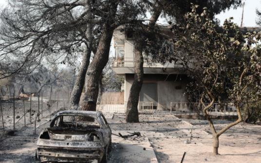 Φωτιά στη Βαρυμπόμπη: Καταγγελίες για πλιάτσικο – Μετρούν όσα έχασαν οι κάτοικοι