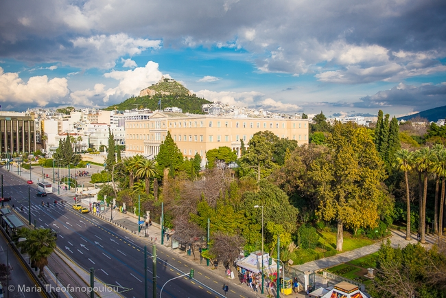 """Greece Experts Warn of 'Harsh"""" Autumn Ahead as Covid-19 Cases Soar"""