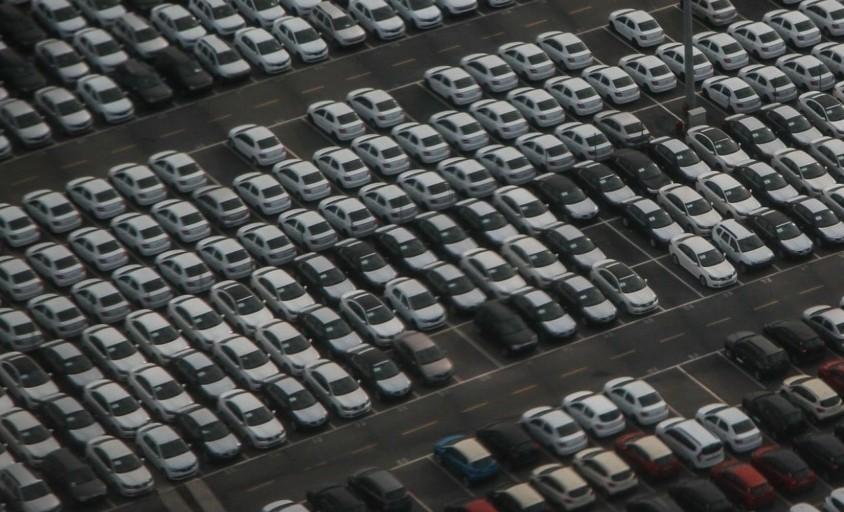 Hμιαγωγοί: Η έλλειψή τους βάζει στον «πάγο» την αυτοκινητοβιομηχανία για όλο το 2022