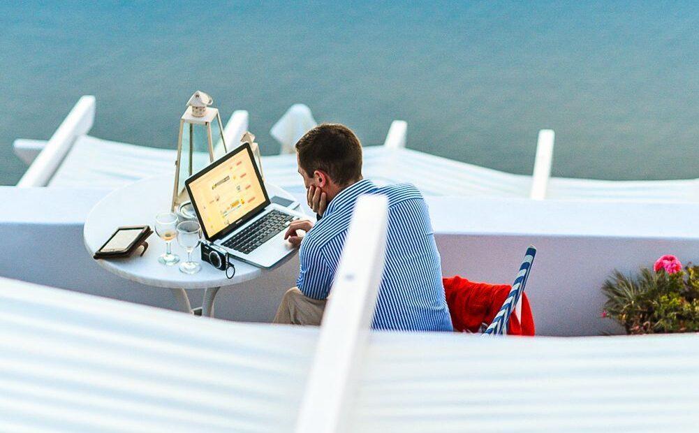 Santorini, Mykonos, Crete Among Top 10 Beach Destinations for Wealthy Investors