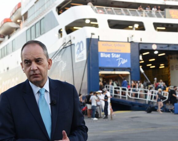 Strict Checks on Ferry Travel Documents in Greece will Continue, Says Minister