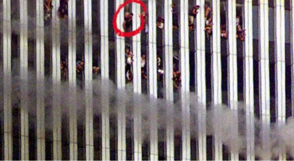11η Σεπτεμβρίου 2001 – Πηδούν στο κενό για να σωθούν – Οι εικόνες που λύγισαν την ανθρωπότητα