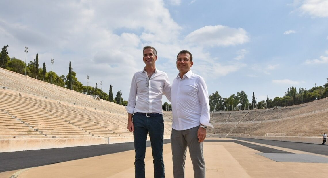 Athens Mayor Shows City's Renovation Works and Sites to Counterpart from Istanbul