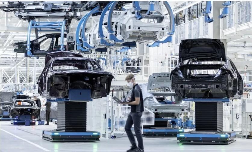 Έτσι θα καταφέρουν να επιβιώσουν οι αυτοκινητοβιομηχανίες