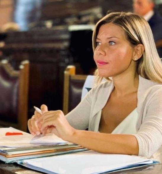 Αλεσάντρα Κλεμέντε – Η Ναπολιτάνα που θέλει να «ξεριζώσει» τη μαφία