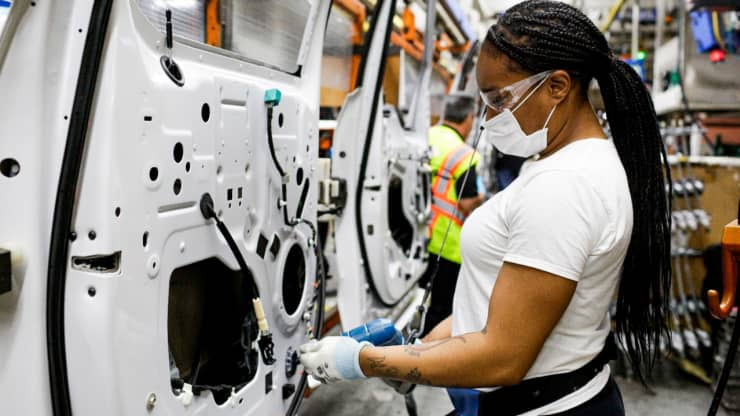 Ανάλυση: Η έλλειψη ημιαγωγών στην αυτοκινητοβιομηχανία θα κοστίσει $210 δισ.