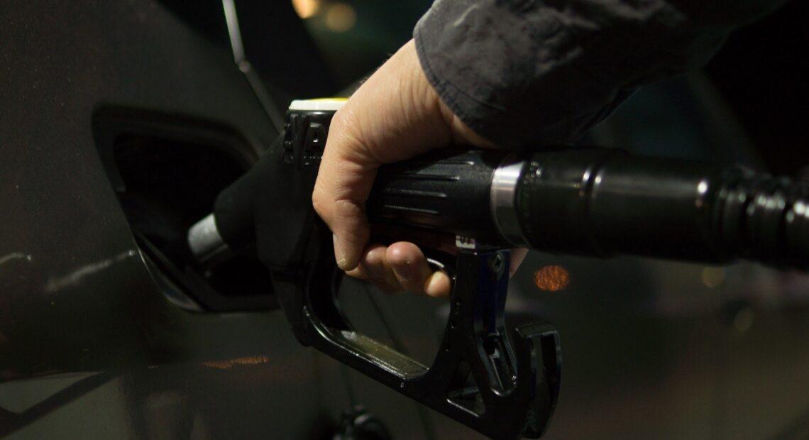 Αυξήσεις στα καύσιμα: Ποιο αυτοκίνητο να επιλέξετε για να γλιτώσετε πολλά χρήματα