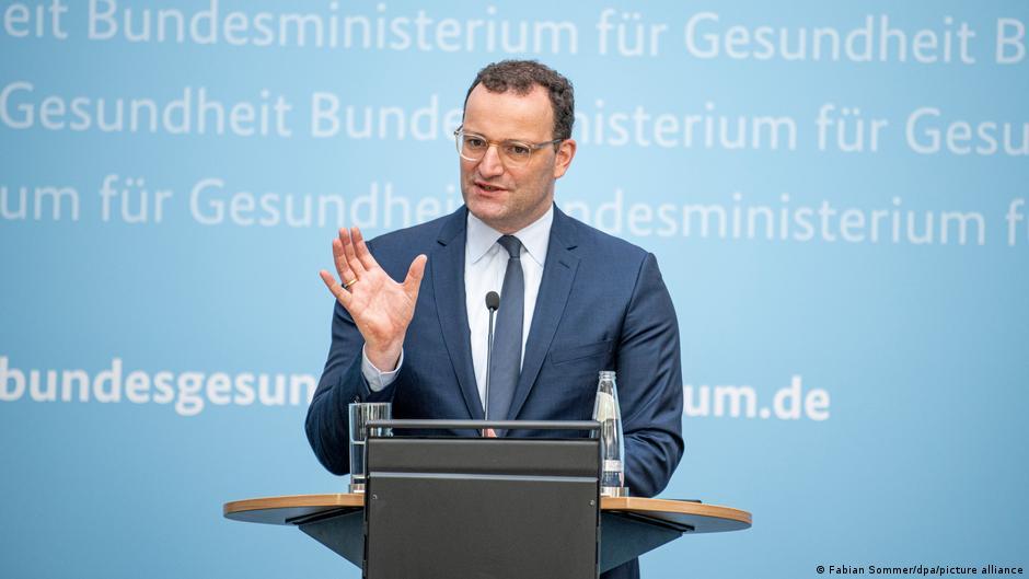 Γερμανία – Διάσταση εργοδοτών υπουργείου Εργασίας για τα εμβολιαστικά δεδομένα των εργαζομένων