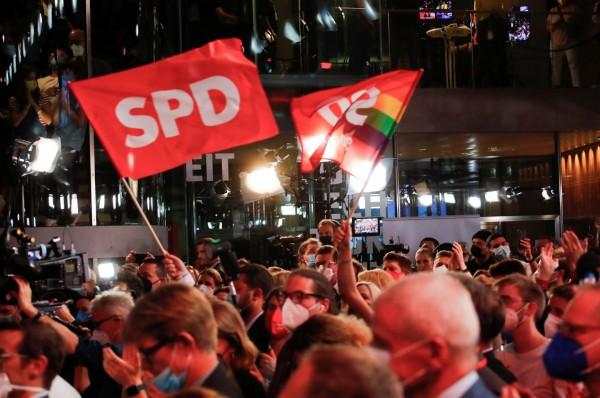 Γερμανικές εκλογές – Ιστορική ήττα των Χριστιανοδημοκρατών και δύσκολη ευκαιρία για τους Σοσιαλδημοκράτες
