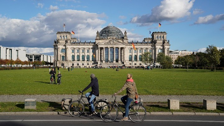 Γερμανικές εκλογές: Ουρές σε εκλογικά κέντρα προκάλεσε ο μαραθώνιος στο Βερολίνο