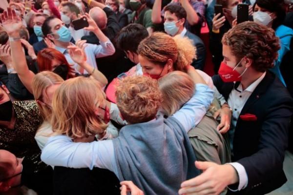 Γερμανικές εκλογές – Πανηγύρια στο SPD μετά τα πρώτα exit polls – «Έχουμε εντολή να κυβερνήσουμε»