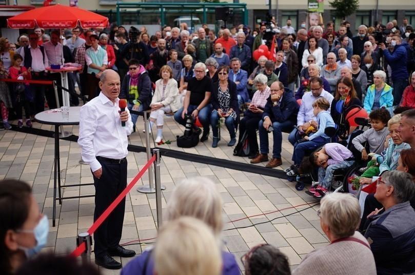 Γερμανικές εκλογές: Προηγείται οριακά ο Όλαφ Σολτς με το SPD