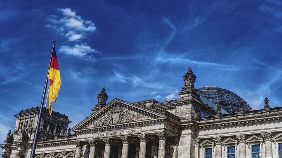 Γερμανικές εκλογές: Στα €100 εκατ