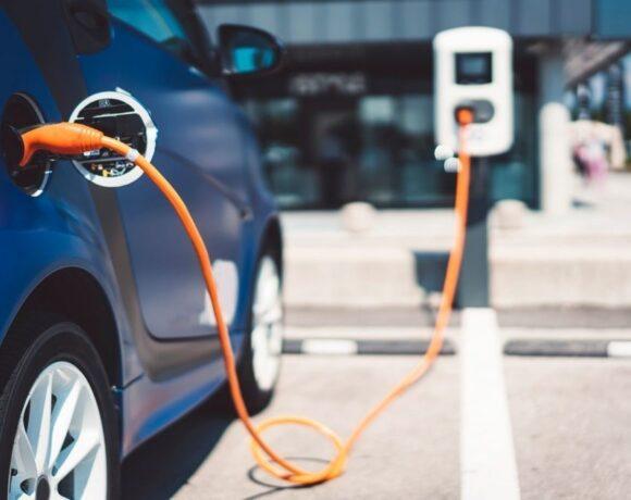 Ηλεκτρικά αυτοκίνητα: Αυτή η εταιρεία σαρώνει στις πωλήσεις