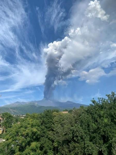 Ηφαίστειο Αίτνα – «Ξυπνά» και πάλι – Εντυπωσιακές εικόνες