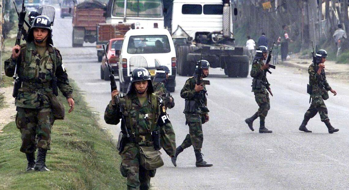 Κολομβία – Πέντε στρατιωτικοί νεκροί, τρεις τραυματίες μετά από επίθεση συμμορίας που διακινεί ναρκωτικά