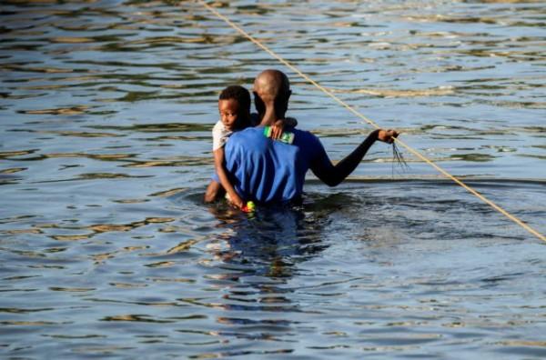 Κρίση στο Τέξας – Βρόγχος στη διακυβέρνηση Μπάιντεν το λάσο κατά Αϊτινών μεταναστών