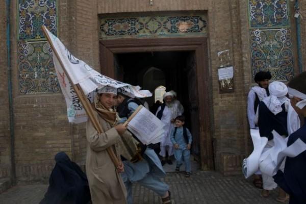 Οι Ταλιμπάν ανακοίνωσαν κυβέρνηση αλλά οι διεργασίες συνεχίζονται εντός και εκτός Αφγανιστάν