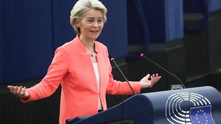 Ούρσουλα φον ντερ Λάιεν: Τις επόμενες εβδομάδες η συζήτηση για την οικονομική διακυβέρνηση – Oι στόχοι για το νέο έτος (vid)