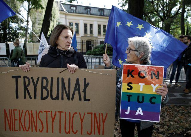 Πολωνία – Δικαστές κάνουν περιοδεία για να σώσουν το σύνταγμα – Φοβούνται ότι οδηγούνται σε δικτατορία