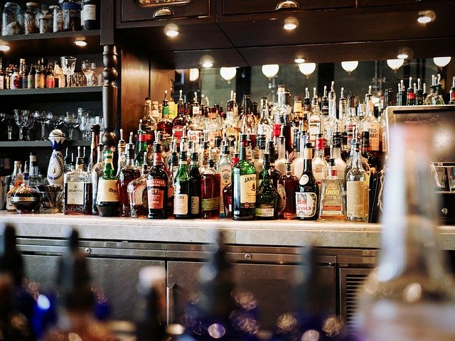 ΣΕΑΟΠ: Πόσο αυξήθηκαν τα έσοδα από ΦΠΑ στα ποτά το α' εξάμηνο