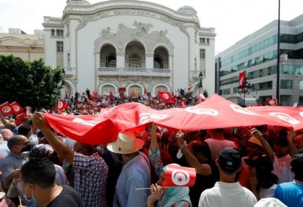Τυνησία – Χιλιάδες διαδηλωτές κατά του προέδρου της χώρας