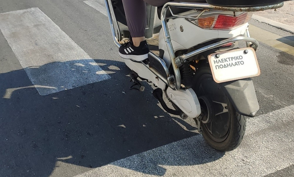 Hλεκτρικά scooters: Πωλούνται παράνομα ως ποδήλατα και με αυξημένη επιδότηση