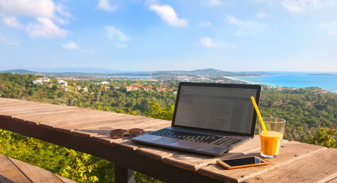 TUI UK: Νέα πακέτα εργασία+διακοπές σε 30+ ξενοδοχεία | Και στην Ελλάδα | Από 1