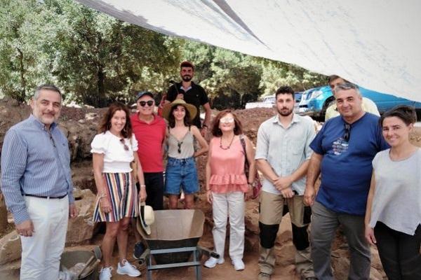 Victoria Hislop Visits Archaeological Excavation Site in Lasithi, Crete